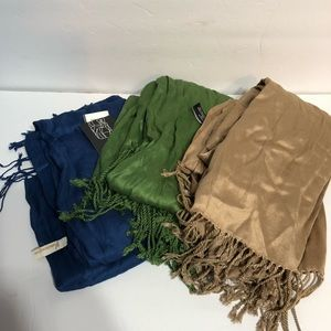 Accessories - Lot of 3 scarves